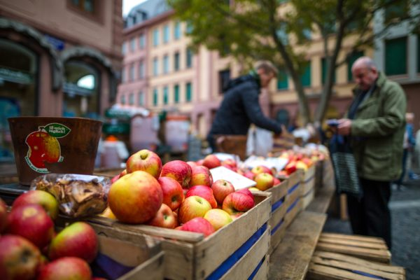 Market_fruits_apple